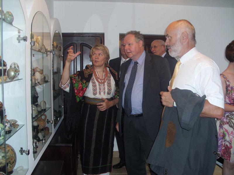 the-open-network-Vizitarea-Muzeului-Oualor-Incondeiate2